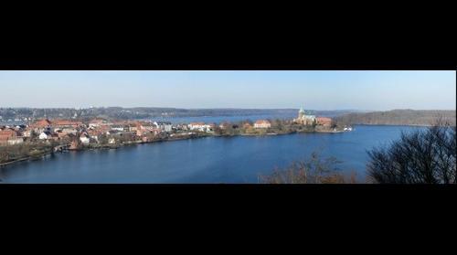 Ratzeburg - Blick zur Domhalbinsel und zum Dom im Vorfrühling 2012