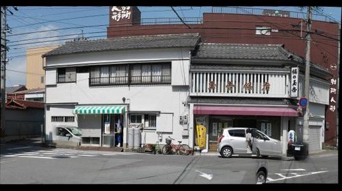 玉吉餅店(車が予想以上に多い)