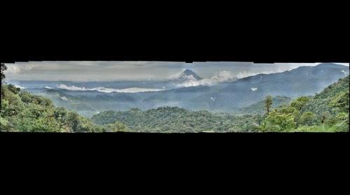 Vista  del Volcán Arenal  y la Laguna Arenal, desde el Mirador de Trainforest Monteverde Costa Rica