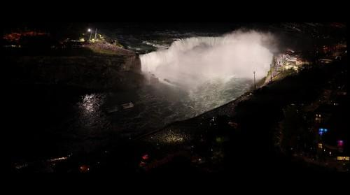 The Nik Wallenda Niagara Falls crossing depicted in a GigaPan