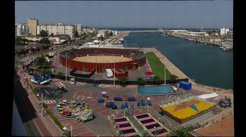 Plaza de toros y puerto