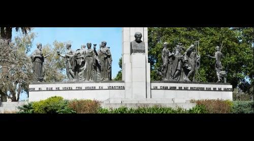 Monumento a Jose Enrique Rodo. autor Ariel Bentos