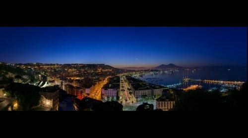 Il Golfo di Napoli all'alba - Gulf of Naples at sunrise