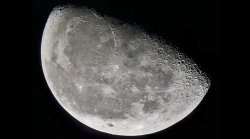 60% Waning Gibbous Moon in .72 Gigapixels