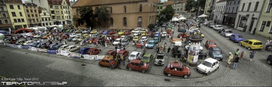 Panorama rynku w Toruniu - 9 Zlot Fiata 126p