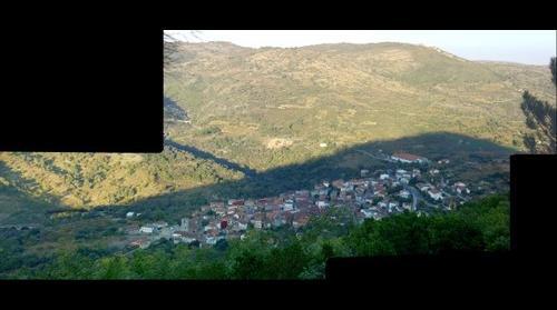 San Esteban de la Sierra desde el Casta�ar