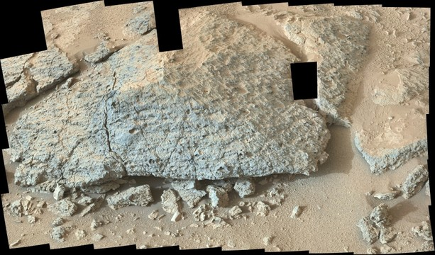 Curiosity sol 306 Point Lake  rock
