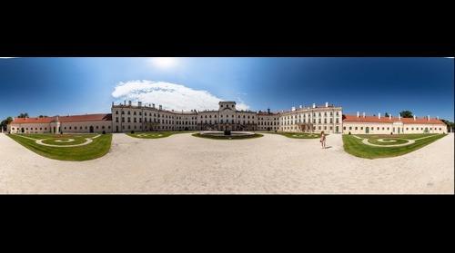Esterházy-kastély udvara 2