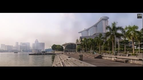 Marina Bay Sands in the smog