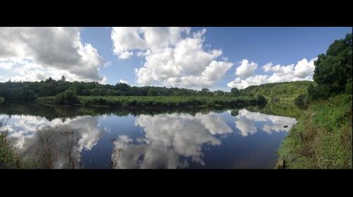 reflets de nuages sur la Laïta