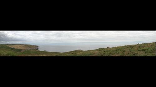 côte de la Pointe du Raz sous ciel nuageux