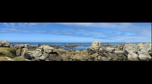 plage de rochers et océan à Meneham