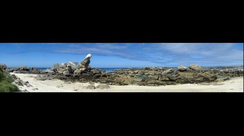 plage au grand rocher penché à Meneham