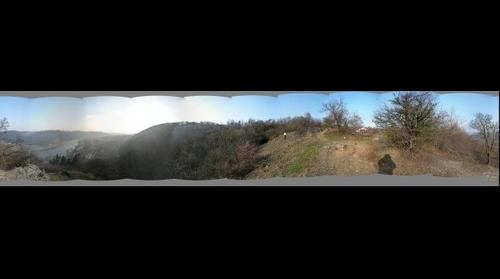 2008.12.28 Vyhlidka ze sedlecke skaly na Vltavu a Sedlec, vyhled na Prahu