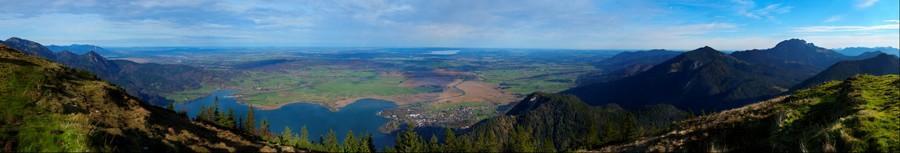 Blick vom Jochberg ins bayerische Alpenvorland / View from the Jochberg mountain in bavaria