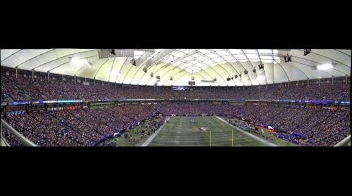 The final game played at The Metrodome / 2nd quarter.
