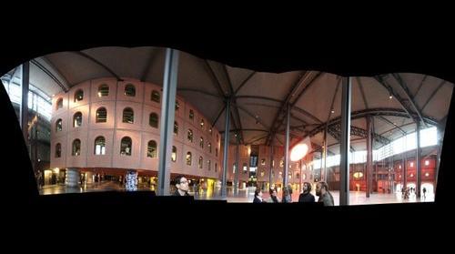 El edificio de las columnas en Bilbao (9 imgs - 158 mgpx)