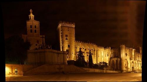 Palais des Papes en Avignon dans la Nuit
