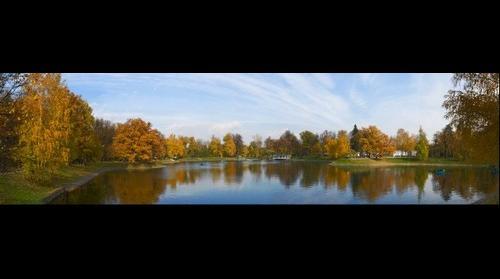 В осеннем парке городском… In autumn park