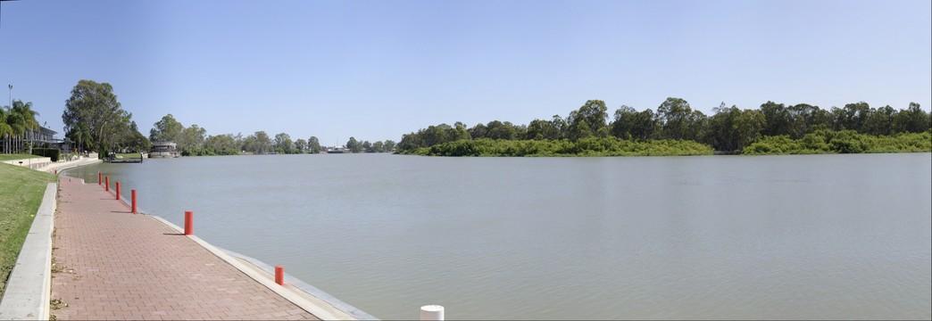 Murray River at  Renmark, South Australia - 19 December 2014