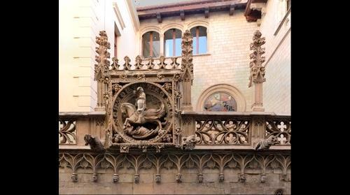 Medalló de Sant Jordi matant al drac a la façana del Palau de la Generalitat de Catalunya.