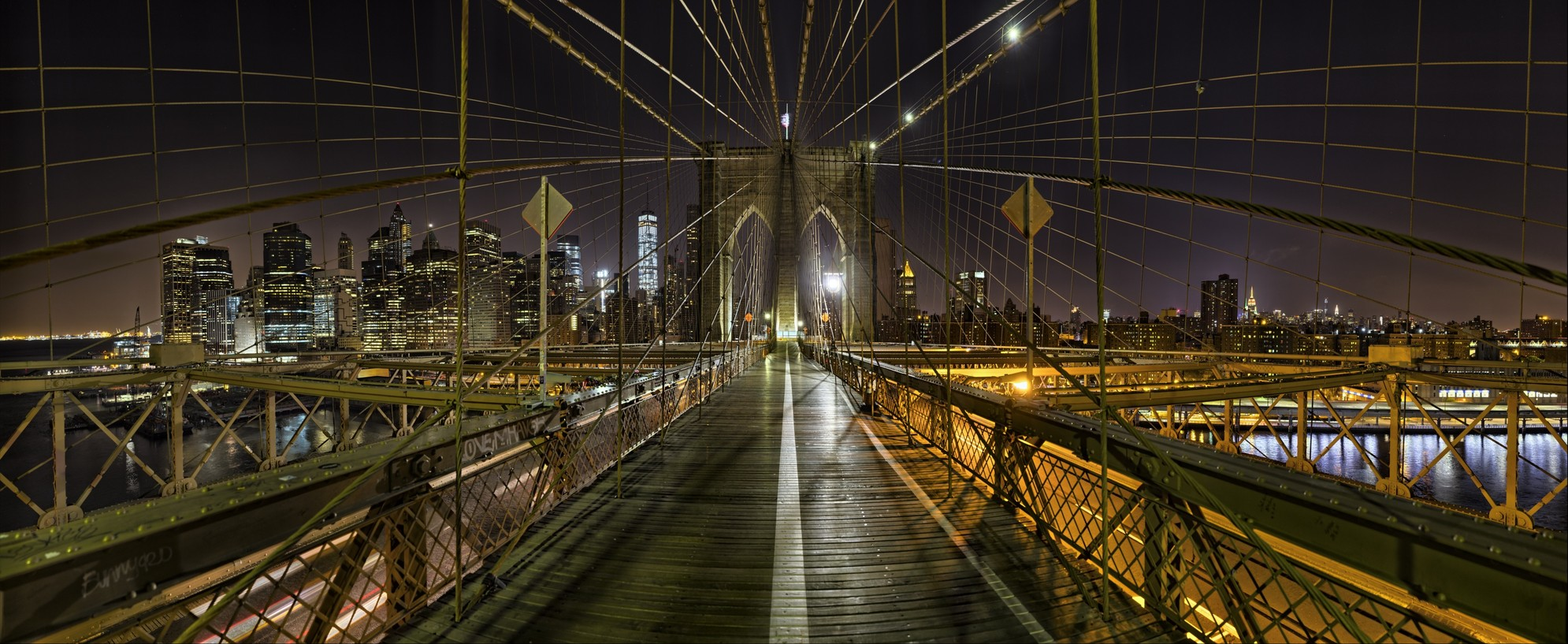 Brooklyn Bridge Walk, NY.