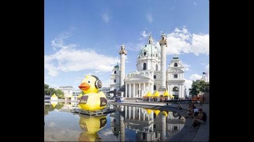 Karlsplatz with FM4 Duck during Popfest
