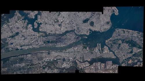 Panoramic picture showing boats sailing down New York's Hudson River