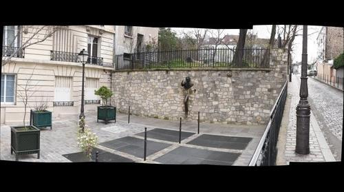 Le Passe-Muraille, a tribute to Marcel Aymé by sculptor Jean Marais - Montmartre Paris