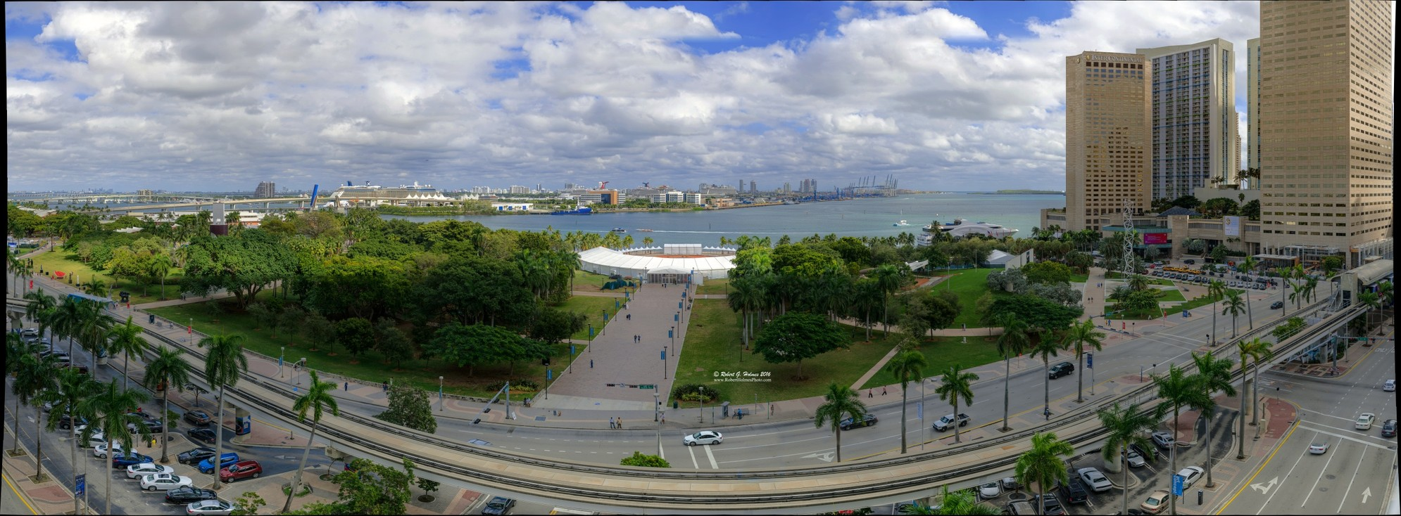 Art Concept 2016 in Downtown Miami's Bayfront Park, (extra high resolution version).