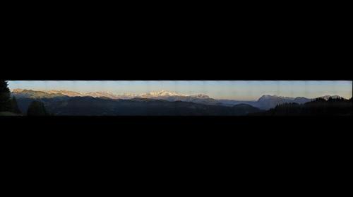 Les Gets, Chaine du Mont Blanc le soir du 13 juin 2009 depuis Mont-Caly.