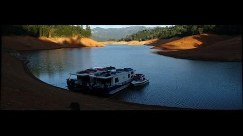Bolles Lake Shasta Houseboat