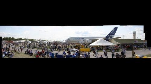 Airshow Crowd, Aeroshell Square -- EAA AirVenture 2009