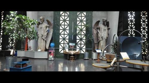 2 Angels inside Exploratorium