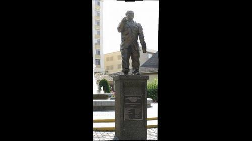 Phil Gaglardi Statue