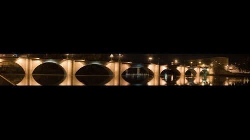 Puente de Piedra Nocturna