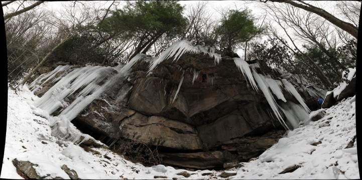 Curtain of icicles on cliff east of Meadow Run, Ohiopyle State Park