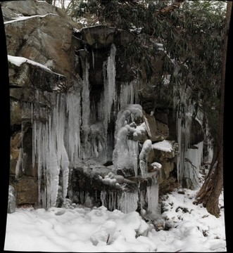 Sculptural icicles on cliff east of Meadow Run, Ohiopyle State Park