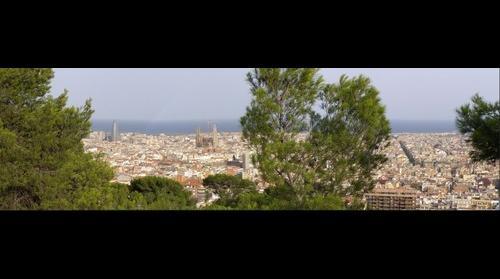 Barcelona con Sagrada Familia desde Parque Guell