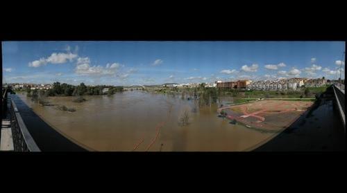 Rio Guadiana a su paso por Merida crecida