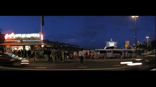 Harry's Cafe de Wheels & the Queen Mary 2