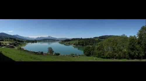 Le Lac de la Gruyère depuis Pont-la-Ville au printemps