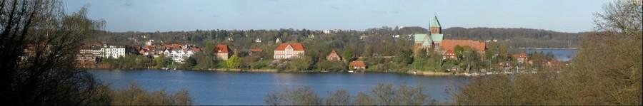 Ratzeburg - Blick zur Domhalbinsel von der Baek  - Schoene Aussicht - (Frühlings - Panorama)