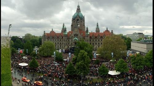Lena, Rathaus und 30000 Fans