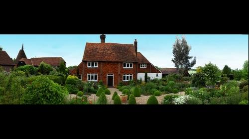 Country Cottage Garden KENT UK