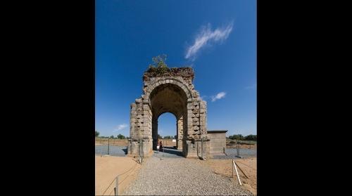 Arco romano en Caparra