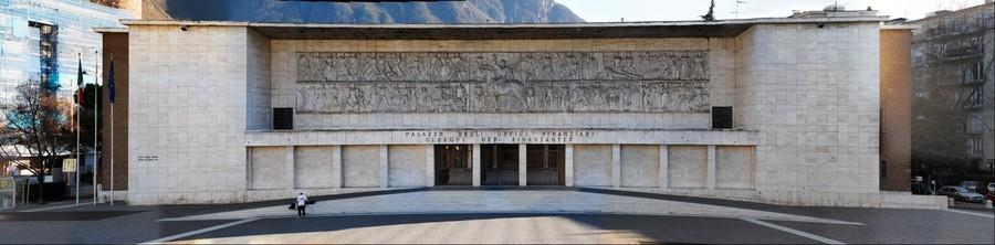 Bolzano / Bozen (Italy) : Bassorilievo piazza Tribunale