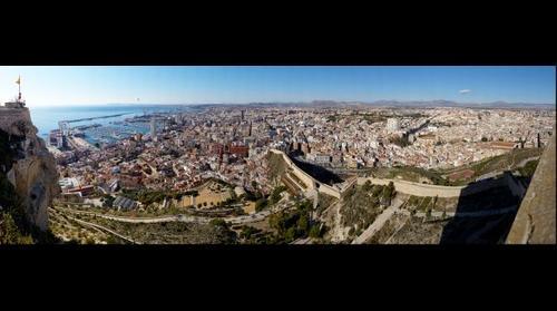 Alicante desde el Castillo de Santa Barbara.