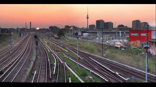 Warschauerstrasse  Berlin sunset  (copyright travelstock44.de / Juergen Held )