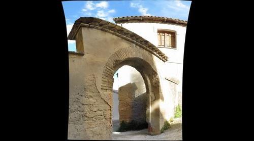 Portal de la plaza de El Molinero de Subiza (como la zarzuela)